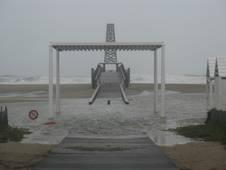 blick-auf-den-ponton-von-port-leucate-bei-schwerem-oktobersturm-11102010.1287431981.JPG