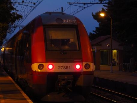 Z 27861-62 (Sncf) AGC devant le 76432 arrivent de Perpignan en Gare de Leucate - La Franqui