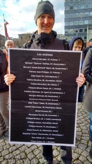 souvenirs des victimes des attentats de Paris de debut janvier 2015, manifestation de soutien de Mannheim, Rosengartenplatz 11.01.2015