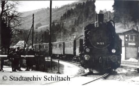 94129 verläßt den Bahnhof Schiltach Richtung Schramberg (© Stadtarchiv Schiltach)