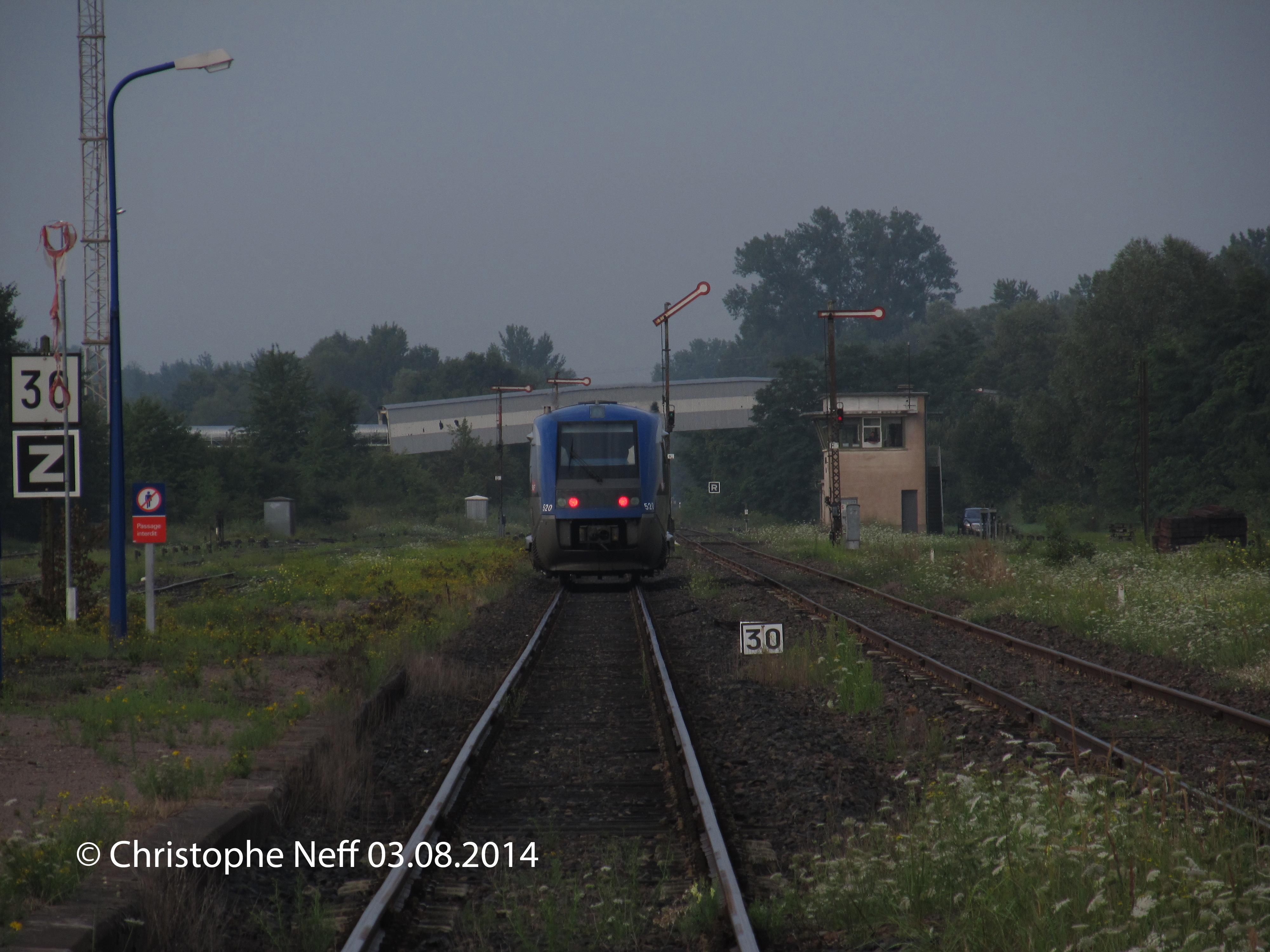 03.08.2014 Lauterbourg Gare le X73520 file vers Strasbourg