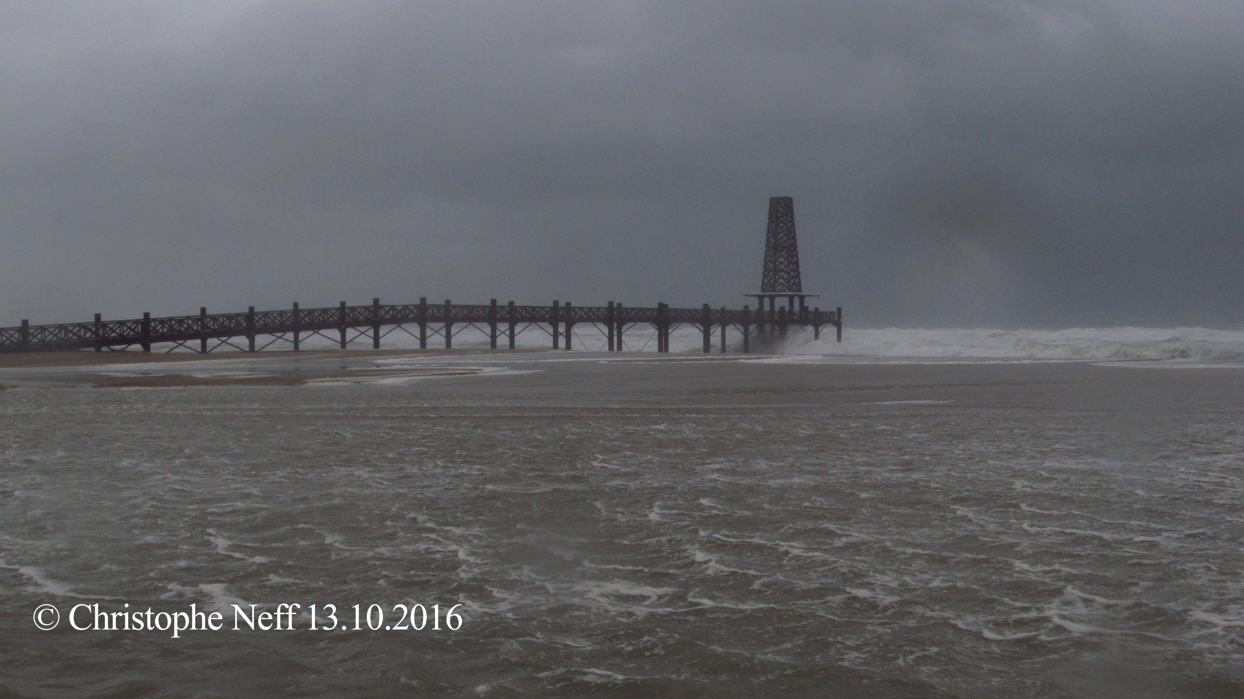 Port Leucate, 13.10.2016 la mer déferle sur le ponton