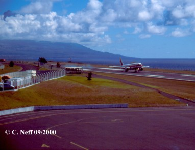 Aufsetzten TAP Airbus Horta Castelo Branco Sept. 2000