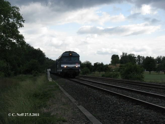 BB 67422 vor TER 830734 zwischen Mothern und Lauterbourg 27.5.2011