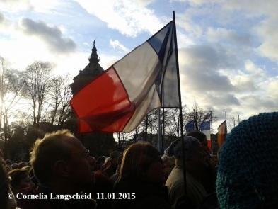 la tricolore en Face du Wasserturm de Mannheim - manifestation de soutien pour Charlie Dimanche 11J anvier 2015