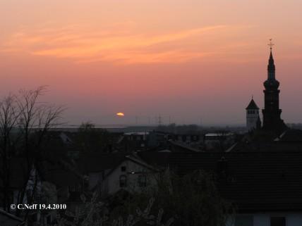 Sonnenaufgang über dem Odenwald 19.4.2010